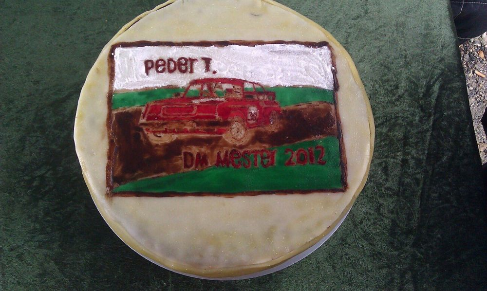 Not quite how my dad's cake will look,, but seeing as my sister has yet to bake it here's a picture of an old cake for him.